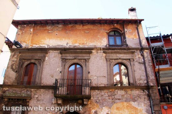 Viterbo - Il palazzo di fronte la chiesa della Crocetta