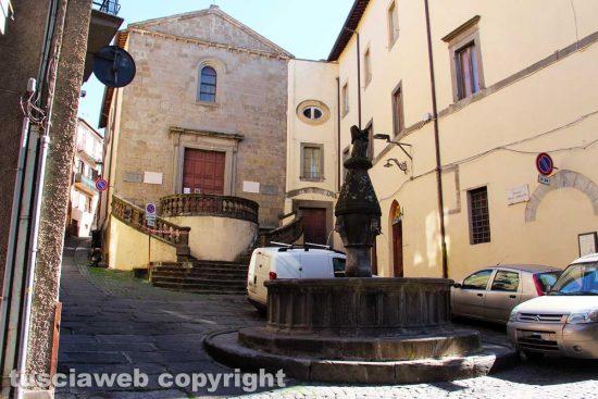 Viterbo - Piazza della Crocetta - La chiesa e la fontana del miracolo di Santa Rosa