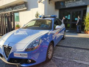 Nola - Polizia - Rapina in banca