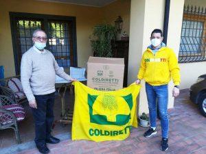 Coldiretti consegna pacchi alimentari per Pasqua