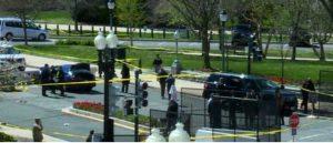 Washington - Un'auto si schianta contro le barriere a protezione del Congresso
