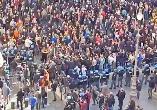 Roma - ll sit-in davanti Montecitorio