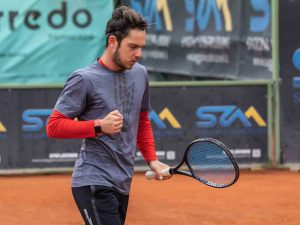 Sport - Un giocatore del Tennis club