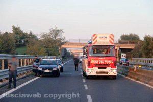 Carabinieri e vigili del fuoco (Immagine di repertorio)
