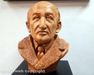 Viterbo - Il busto di Cardarelli realizzato da Capotosti